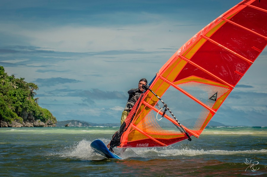 Book-your-private-Photographer-at-Bulabog-Beach-while-wind-or kitesurfing.