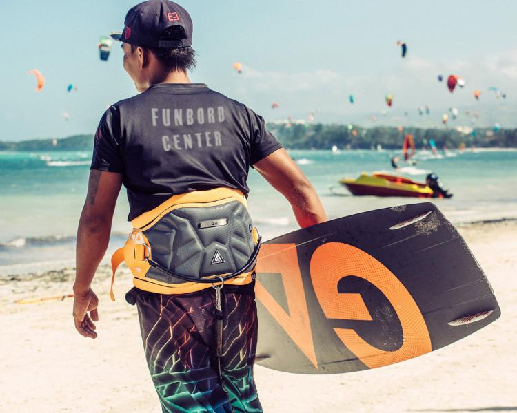 Kitesurfen Boracay mit Gaastra Kites am Funboard Center Philippinen.