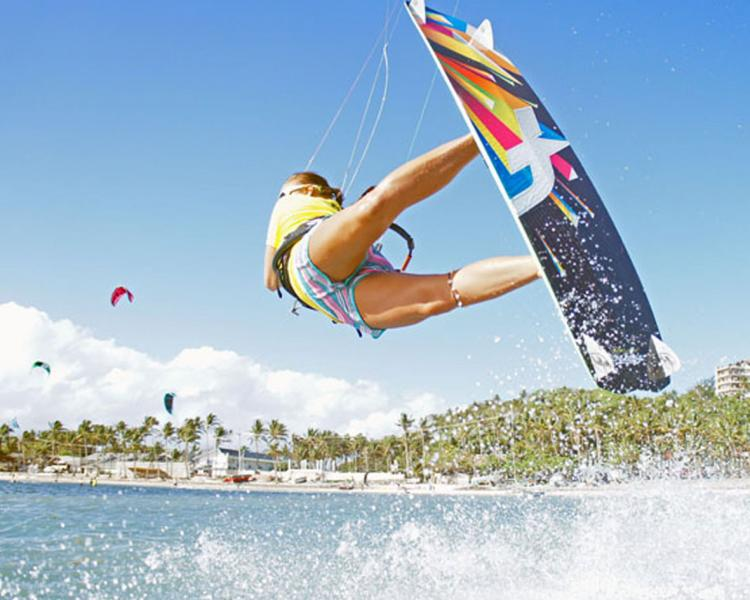 Funboard Center Boracay offers all kind of courses in Kiteboarding at Bulabog Beach