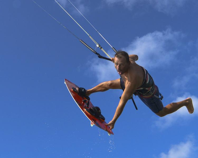 Kitesurfen lernen im Kite Yoga Camp am Funboard Center Boracay Philippinen.