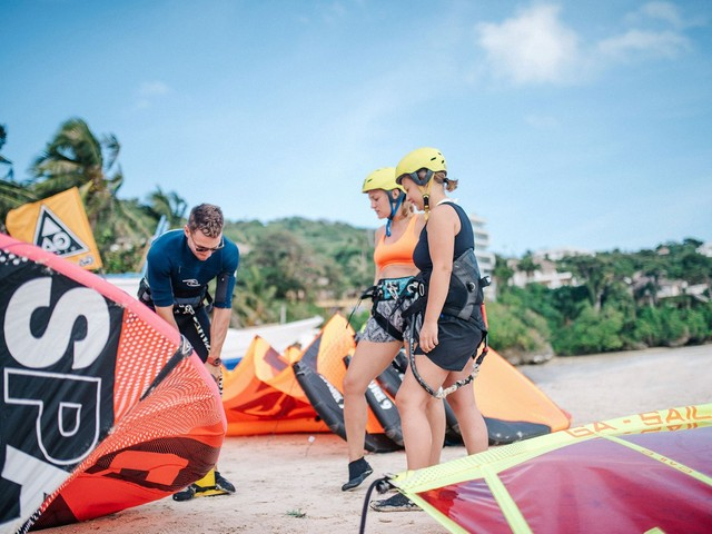 Learn kitesurfing step by step and become an independant kitesurfer within 3 days.