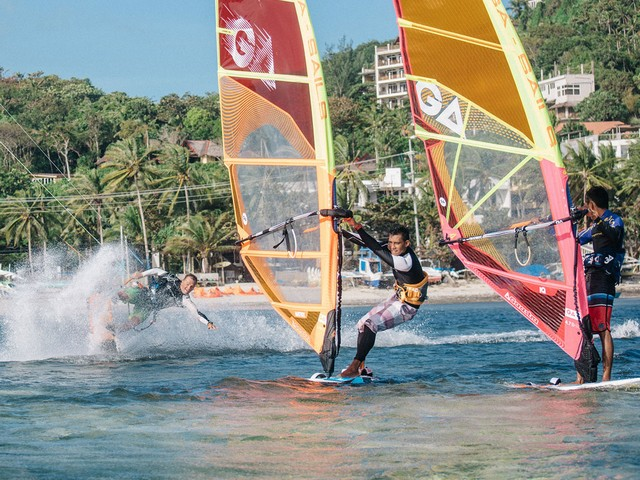 We offer windsurfing and kiteboarding under one umbrella. See what fits you the best!